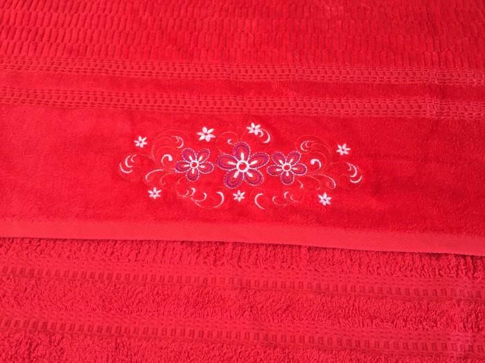 Хавлиена кърпа плюш  бродерия червено