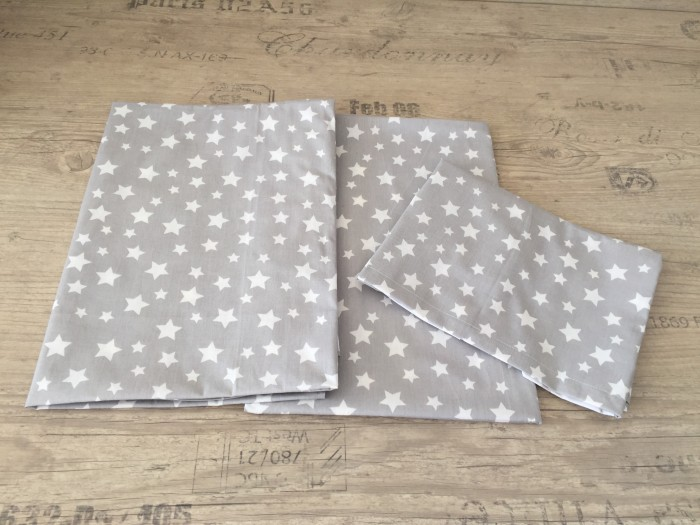 Комплект чаршафи за бебе от ранфорс  Сиво на бели звездички