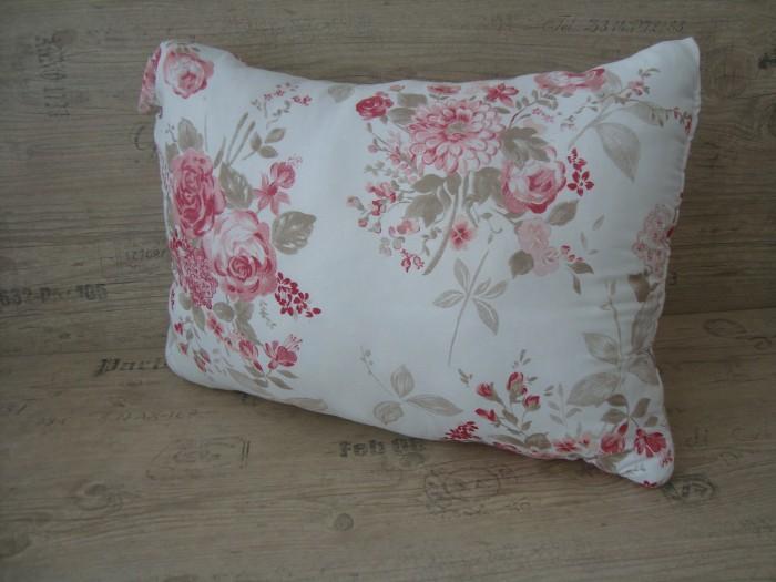 Възглавница дунапрен - Розови цветя